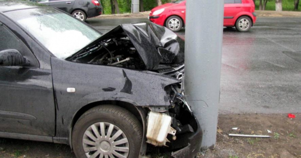 22-летний шофёр умер, протаранив стелу вНижегородском регионе