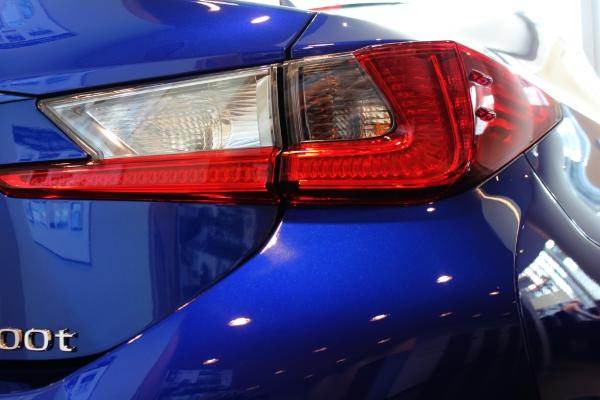 Lexus Задняя фара