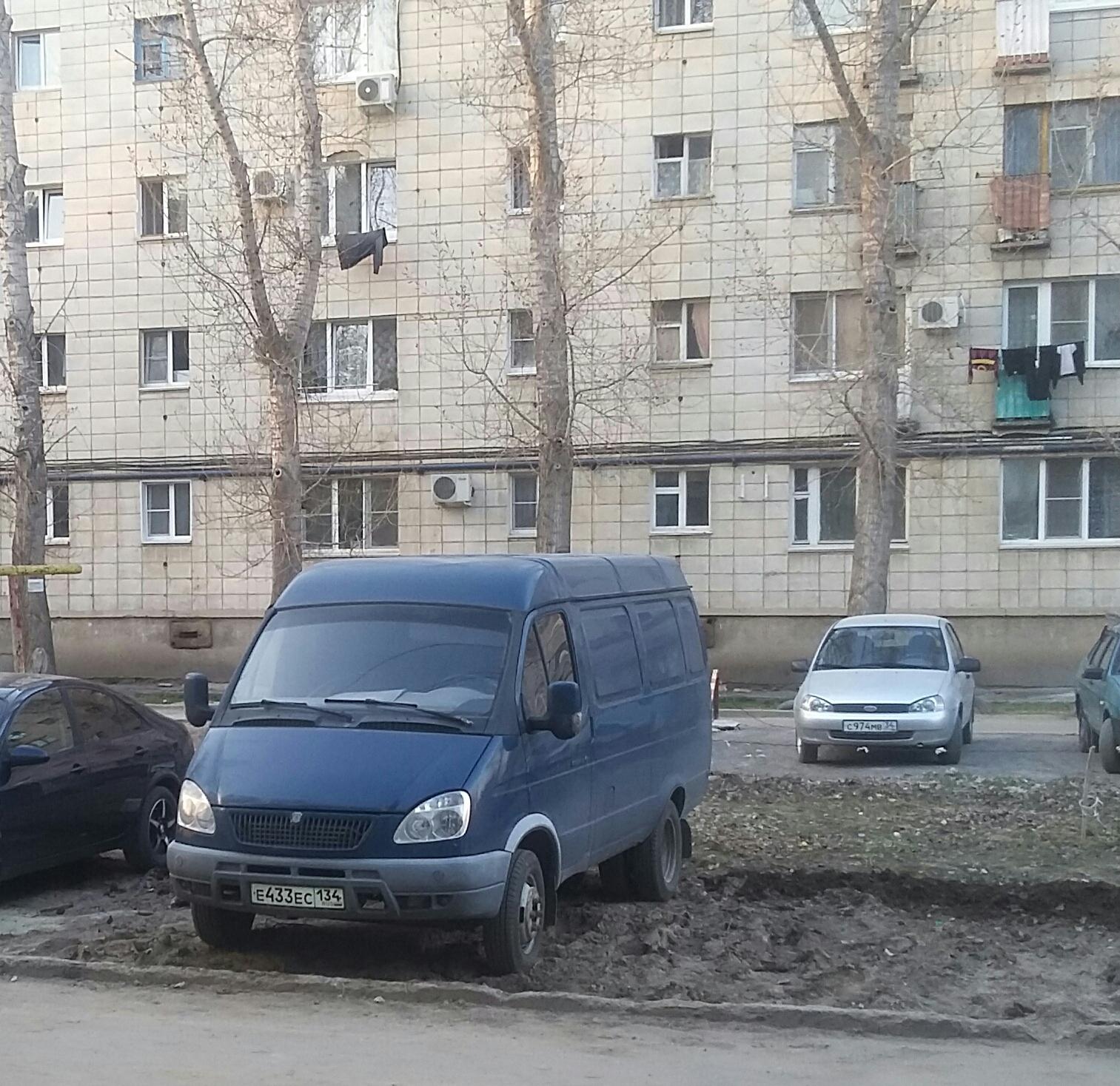 парковка арабочего авто во дворе